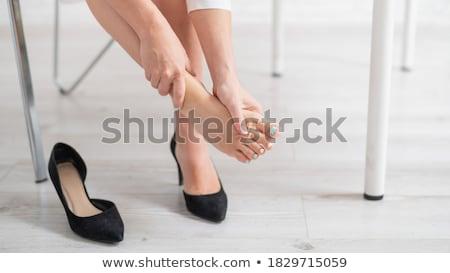 Zakenvrouw voeten laag jonge kantoor Stockfoto © AndreyPopov