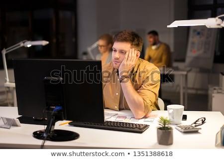 Fáradt unatkozik férfi számítógép éjszaka iroda Stock fotó © dolgachov