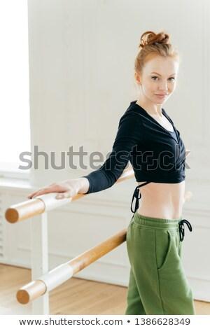 Mezza lunghezza shot sottile giovani femminile ballerino Foto d'archivio © vkstudio