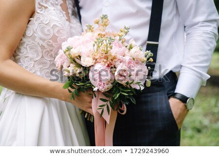 Menyasszony vőlegény rózsák virágcsokor nő virágok Stock fotó © vichie81