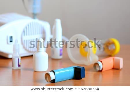Asztma gyógyszer kaukázusi férfi aeroszol spray Stock fotó © snyfer