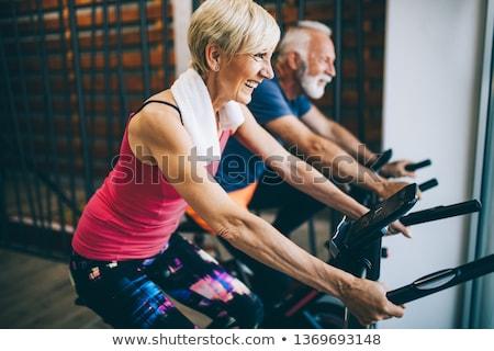 Dojrzały mężczyzna rowerowe wykonywania rowerów mężczyzna posiedzenia Zdjęcia stock © IS2