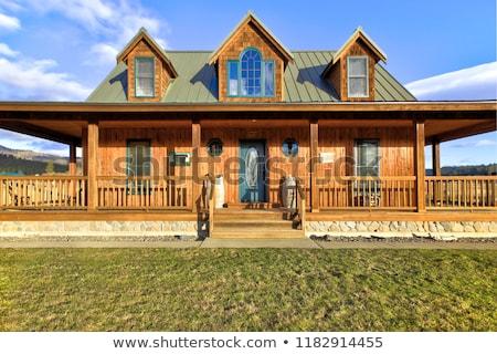 Szép fából készült ranch otthon gyönyörű tájkép Stock fotó © iriana88w