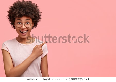 retrato · encantado · jovem · cabelos · cacheados · cartão · de · crédito - foto stock © deandrobot