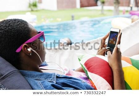 Mulher ouvir música vista lateral atraente Foto stock © dash