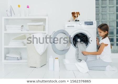 Zajęty mały dość dziewczyna pranie domu Zdjęcia stock © vkstudio
