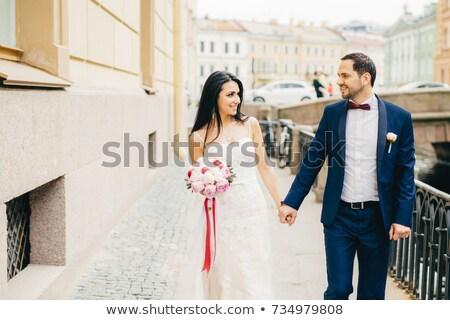 Atrakcyjna kobieta ciemne włosy biała sukienka bukiet strony wygląd Zdjęcia stock © vkstudio