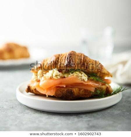 Foto stock: Croissant · huevos · revueltos · frescos · primavera · cebolla