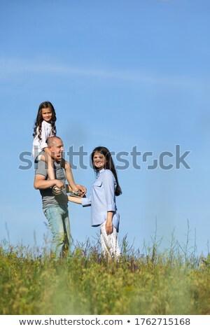 女の子 · 肩 · 男 · 青空 · ビーチ - ストックフォト © Paha_L