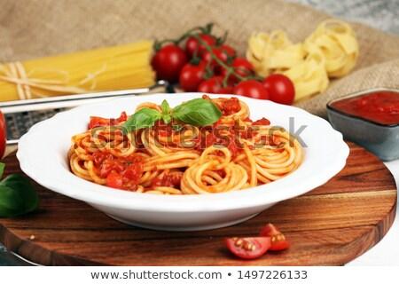 Spaghetti pasta servito santoreggia salsa di pomodoro view Foto d'archivio © ozgur