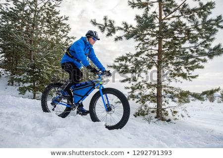 Fiatalember kövér bicikli lovaglás tengerpart sport Stock fotó © Hochwander