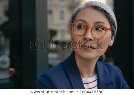 altos · profesional · mujer · sesión · escritorio · retrato - foto stock © nyul