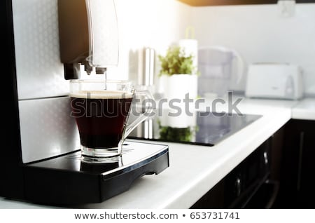 közelkép · eszpresszó · áramló · kávéfőző · profi · kávé - stock fotó © simpson33