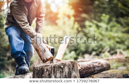 Man hout buitenshuis permanente Stockfoto © IS2