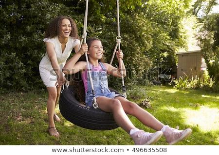 Foto d'archivio: Donna · albero · swing · donna · sorridente · sorridere · donne