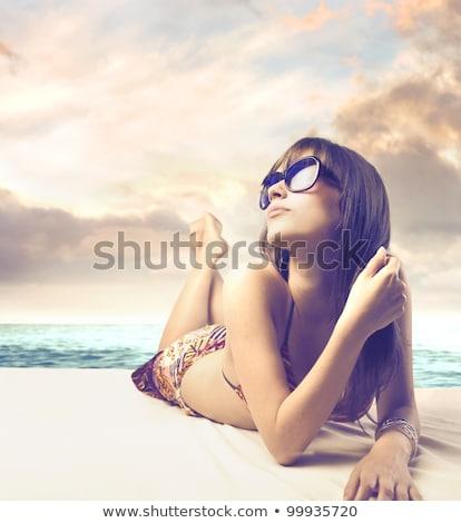 Banhos de sol mulher jovem branco topo ver verão Foto stock © Sonya_illustrations
