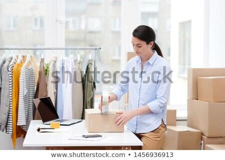 Menedzser online bolt iroda doboz ügyfél Stock fotó © pressmaster