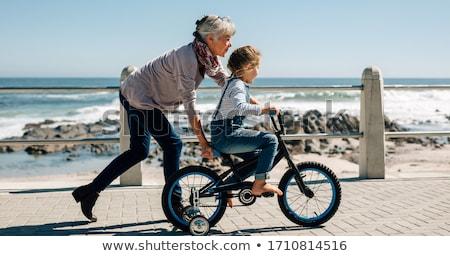 biciklizik · idős · pár · lovaglás · biciklik · tengerpart · visel - stock fotó © dolgachov