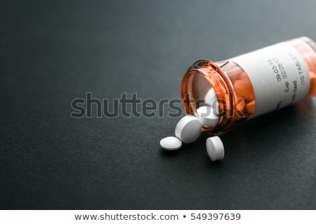 Pastillas botella prestados ilustración médicos verde Foto stock © 4designersart