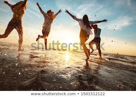 grupo · amigos · playa · cielo · sonrisa · cara - foto stock © photography33