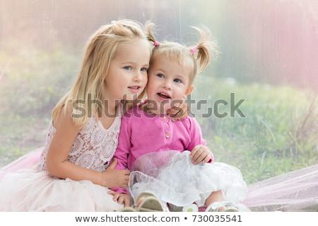 due · piccolo · cute · ragazze · prato · parco - foto d'archivio © hasloo