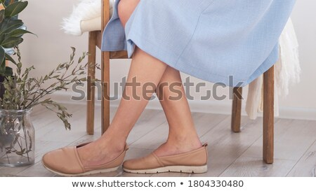 ног · три · женщины · сидят · скамейке · шоу - Сток-фото © Alenmax