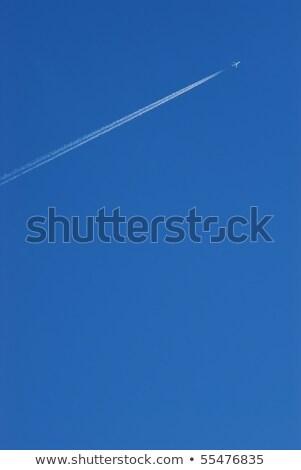 Belo blue sky condensação trilha aeronave luz Foto stock © meinzahn