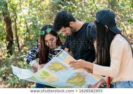 Hátizsákos turista néz térkép ázsiai kamera vektor Stock fotó © RAStudio