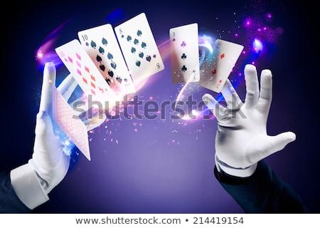 Magicien astuce cartes à jouer jeunes heureux Photo stock © AndreyPopov