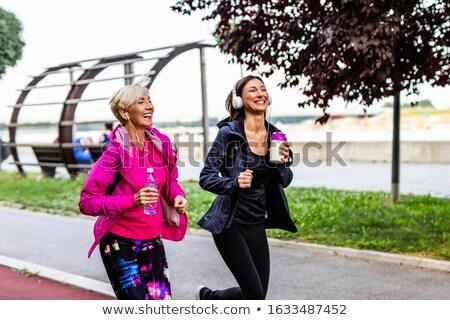 二人の女性 · 屋外 · 笑みを浮かべて · 幸せ · 友達 - ストックフォト © monkey_business