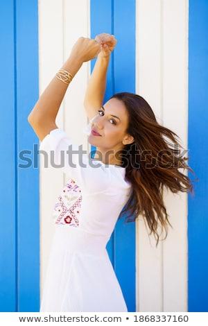 Donna ragazza spiaggia viaggio divertimento basket Foto d'archivio © IS2