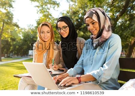 Grupy trzy wesoły Muzułmanin kobiet studentów Zdjęcia stock © deandrobot