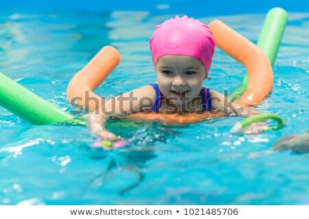 jonge · vrouw · baby · zwembad · familie · zomervakantie - stockfoto © dashapetrenko