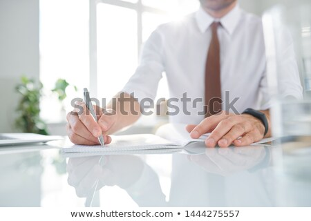Eleganten zeitgenössischen Geschäftsmann arbeiten stellt fest Stock foto © pressmaster
