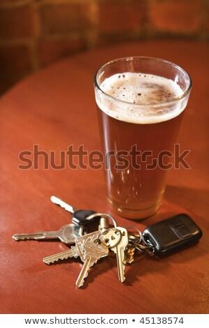 Slusszkulcs pint üveg sör kulcsok bent Stock fotó © morrbyte