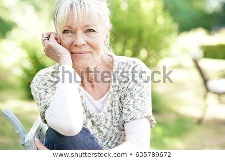 Stok fotoğraf: Kıdemli · kadın · bahçıvanlık · pot · çiçekler