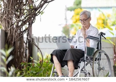 Concentrado altos mujer silla de ruedas casa médicos Foto stock © wavebreak_media