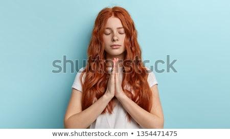 mulher · jovem · agasalhos · em · pé · oração · posição - foto stock © bmonteny