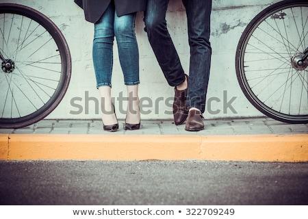 Fiatal pér bicikli ellenkező város lány mosoly Stock fotó © master1305