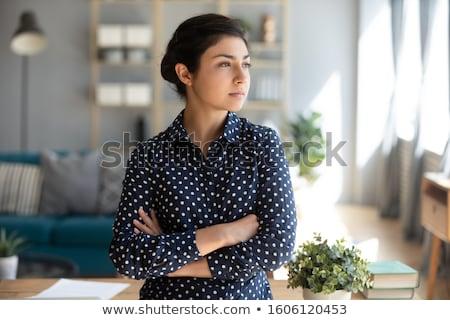 tükröződő · figyelmes · üzletasszony · sok · lehetőségek · nő - stock fotó © deandrobot