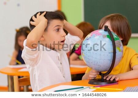 Megrémült fiatal srác néz tankönyvek boglya általános iskola Stock fotó © ozgur