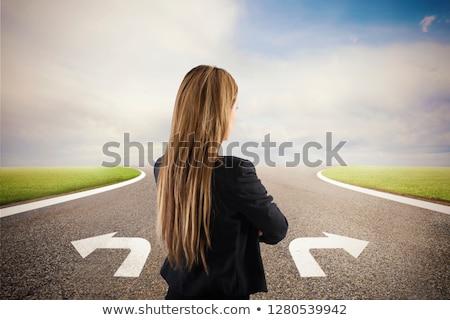 zakenvrouw · kruispunt · corrigeren · manier · beslissing · business - stockfoto © alphaspirit