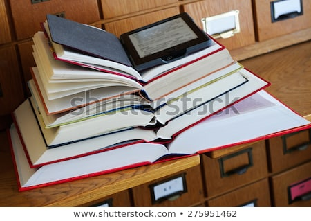 nyitott · könyv · elektronikus · könyv · olvasó · fektet · asztal - stock fotó © andreykr