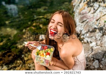 mulher · jovem · alimentação · tomates · jovem · sorrindo · cozinha - foto stock © Rob_Stark