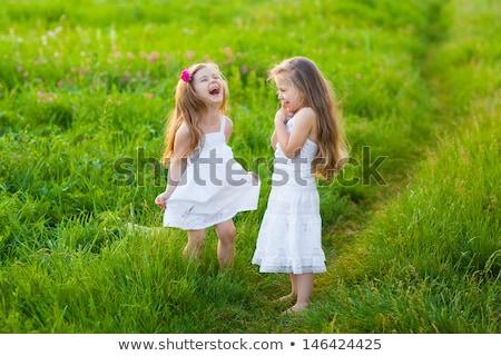 mooie · weinig · meisje · gelukkig · gras - stockfoto © anna_om
