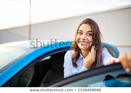 ストックフォト: 女性 · 立って · 車 · 手 · 幸せ · ドア