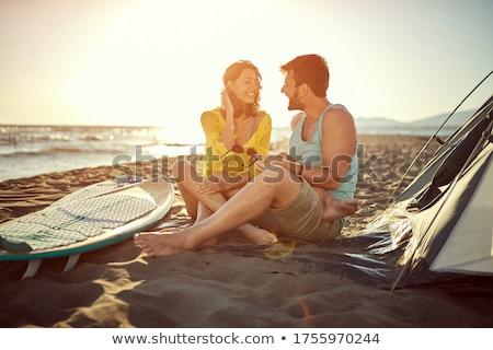 jonge · familie · genieten · barbecue · strand · vrouw - stockfoto © monkey_business
