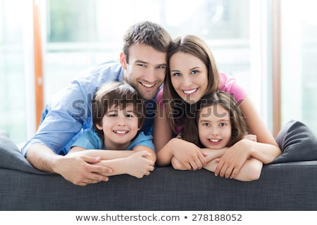 Familia feliz dos ninos familia cuatro posando Foto stock © stockyimages