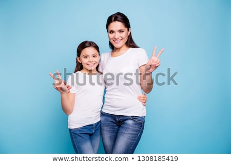 Foto d'archivio: Sorridere · bambina · blu · tshirt · isolato · bianco