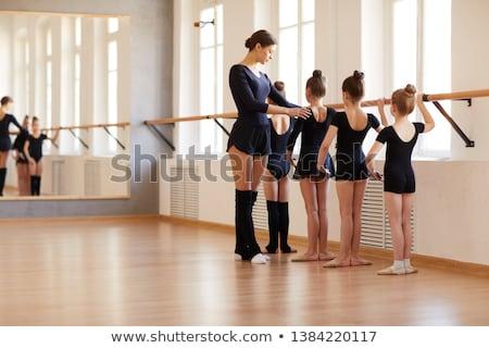 danser · een · been · dans · positie · jonge - stockfoto © o_lypa